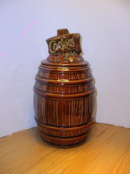 McCoy - Brown Cookie Barrel Cookie Jar