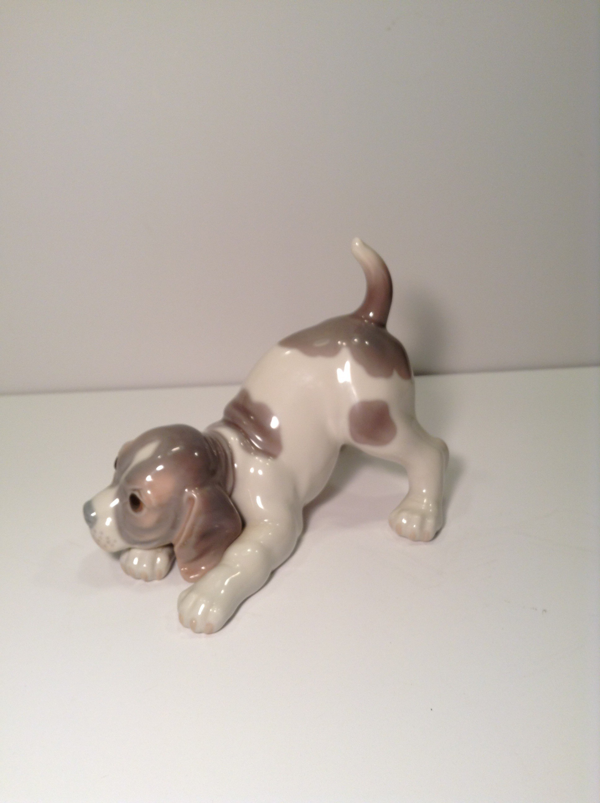 LLADRO BEAGLE PUPPY - 1070