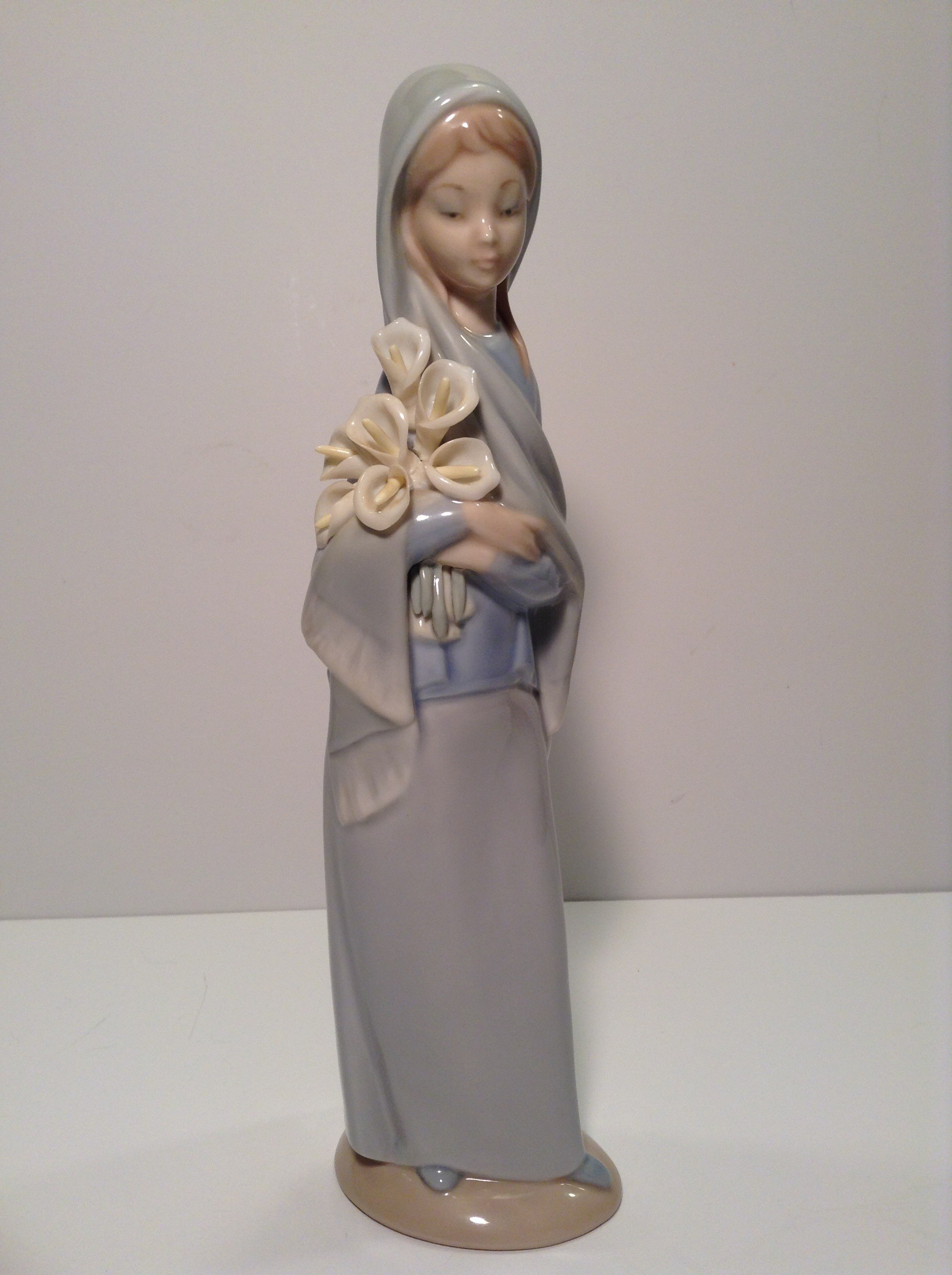 LLADRO GIRL WITH CALLA LILIES - 4650