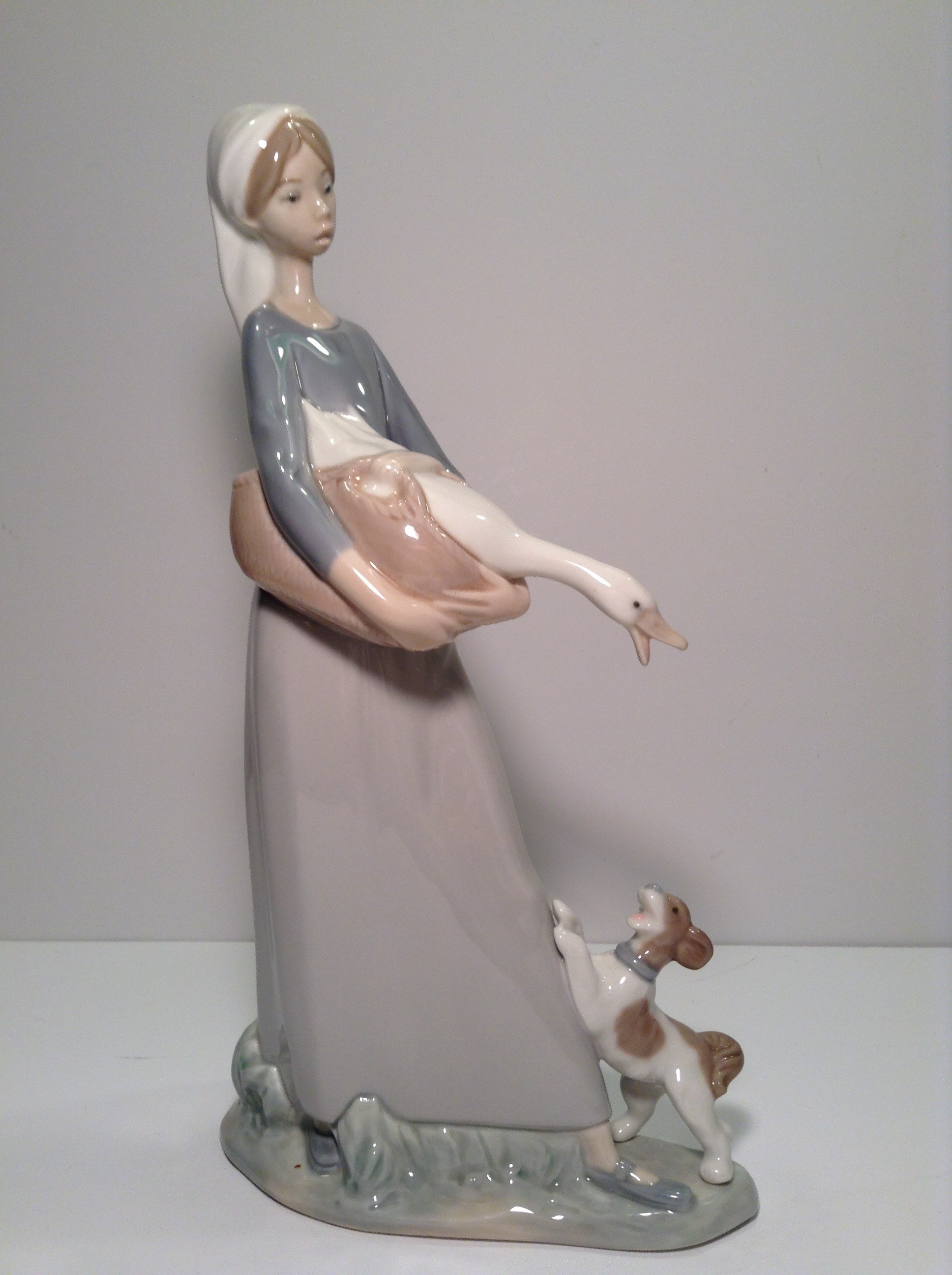 LLADRO GIRL WITH GOOSE AND DOG 1974 - NUMBER 4866
