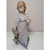 LLADRO SCHOOL DAYS - GIRL BOOKBAG FLOWERS NUMBER 7604